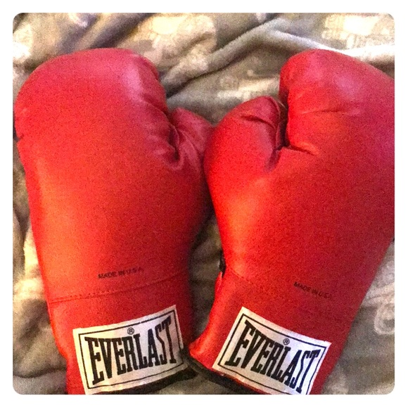 NWOT Everlast Boxing Gloves
